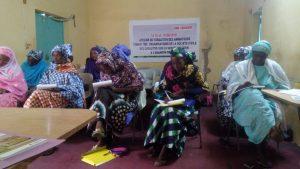 Les quatorze femmes chef de coopératives féminines participantes à la réunion.